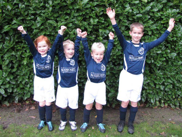 Onze Mini's zoeken nieuwe vriendjes om te voetballen!
